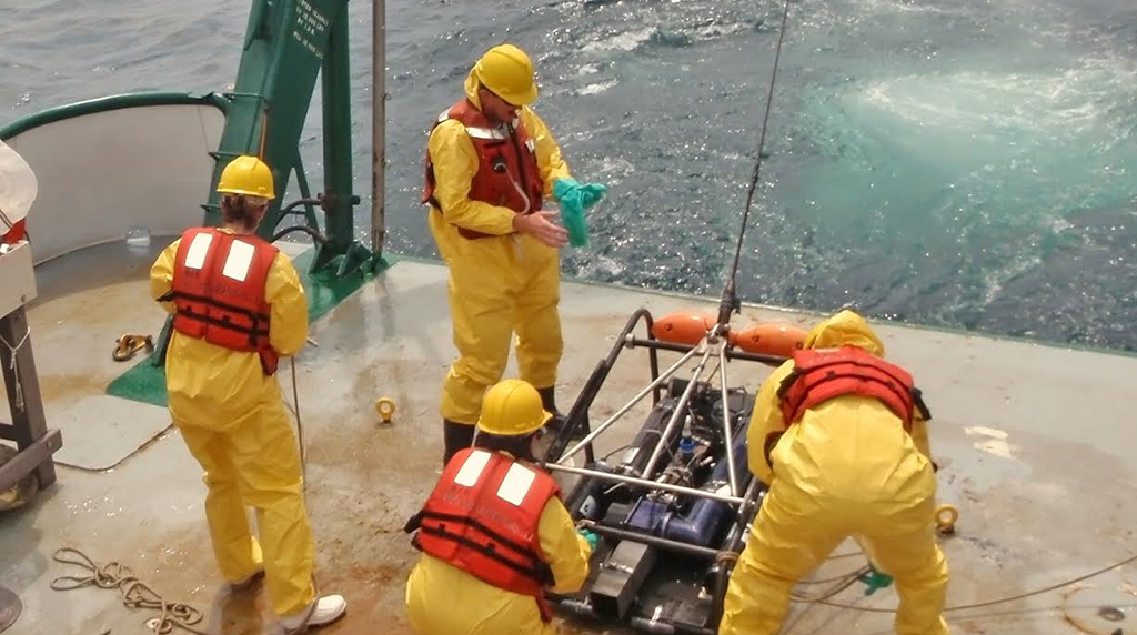 Study summarizes knowledge on marine oil snow