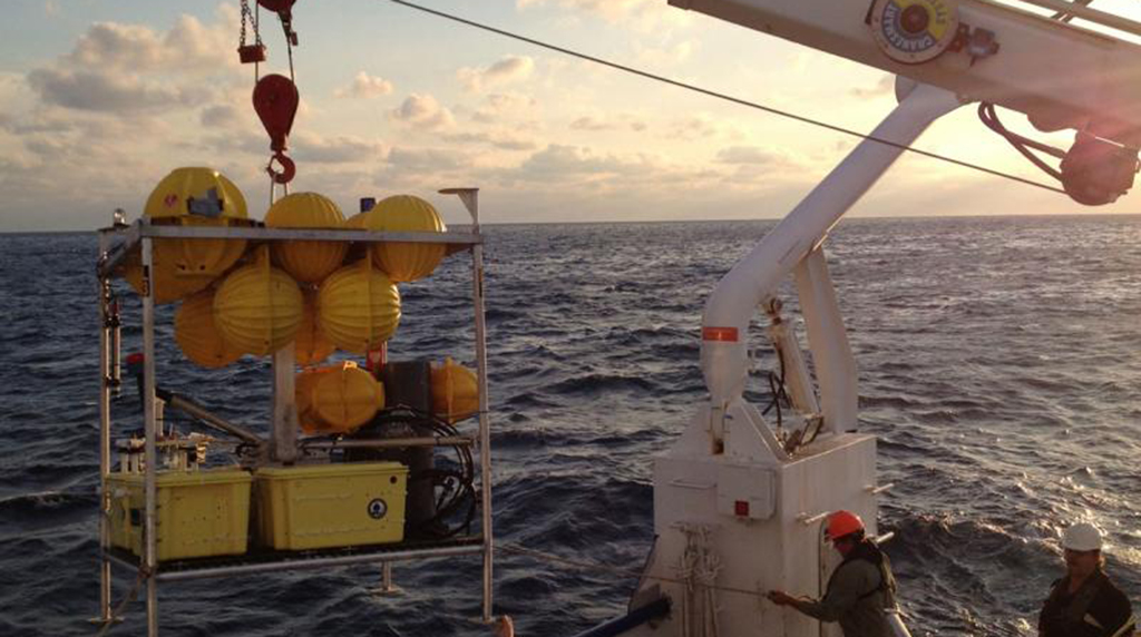ECOGIG's first research cruise places long-term monitoring equipment on the seafloor
