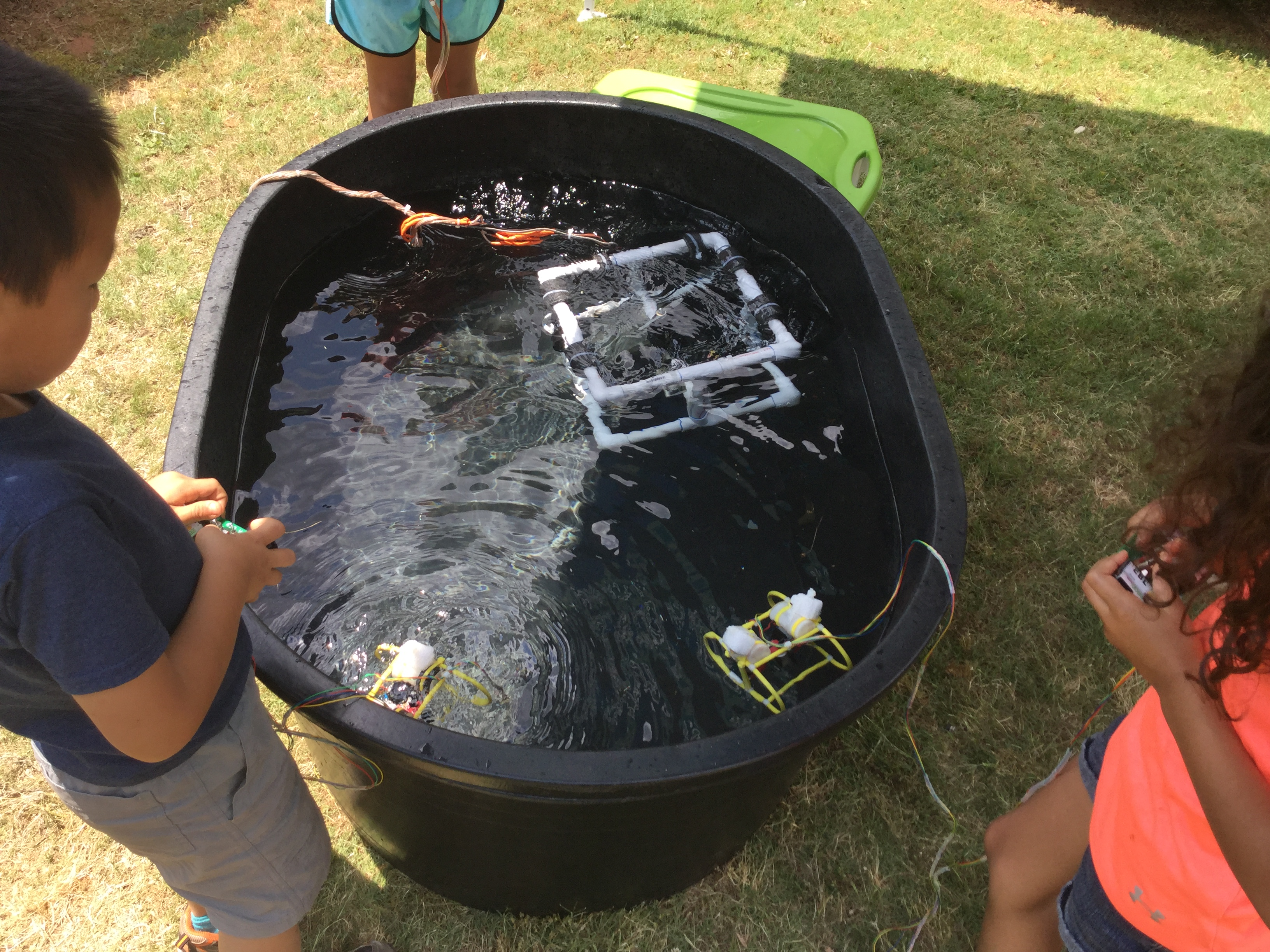 <div style='color:#000000;'><br /><br /><h2>Oconee Primary kids driving the model ROVs (Remotely Operated Vehicles) that we use for demonstration.</h2>(c) ECOGIG</div>