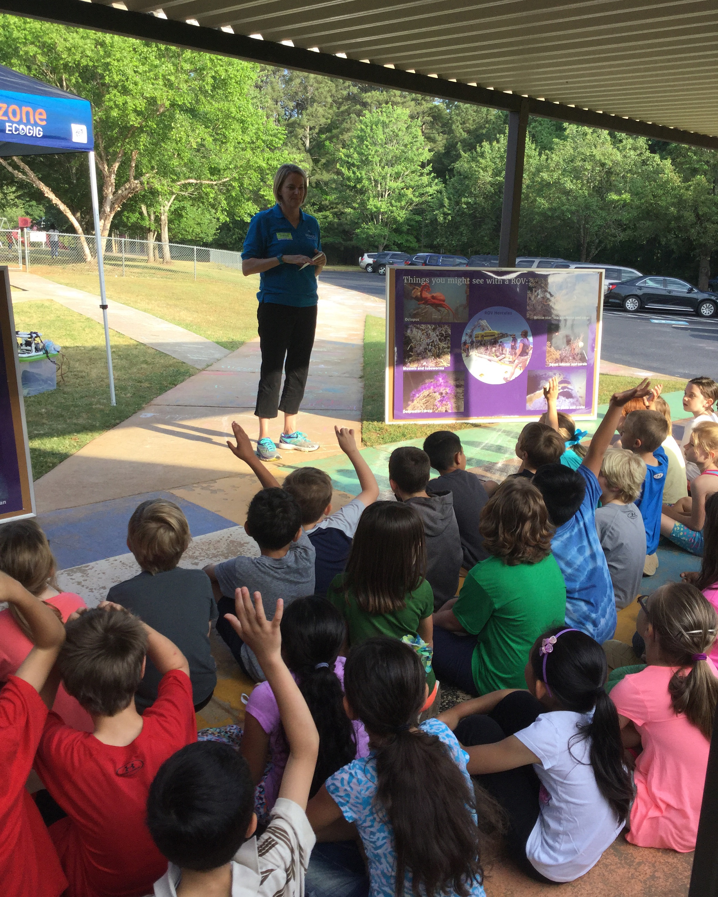 <div style='color:#000000;'><br /><br /><h2>ECOGIG Outreach and Communications Director Sara Beresford talks to Oconee Primary kids about why and how we explore the oceans.</h2>(c) ECOGIG</div>