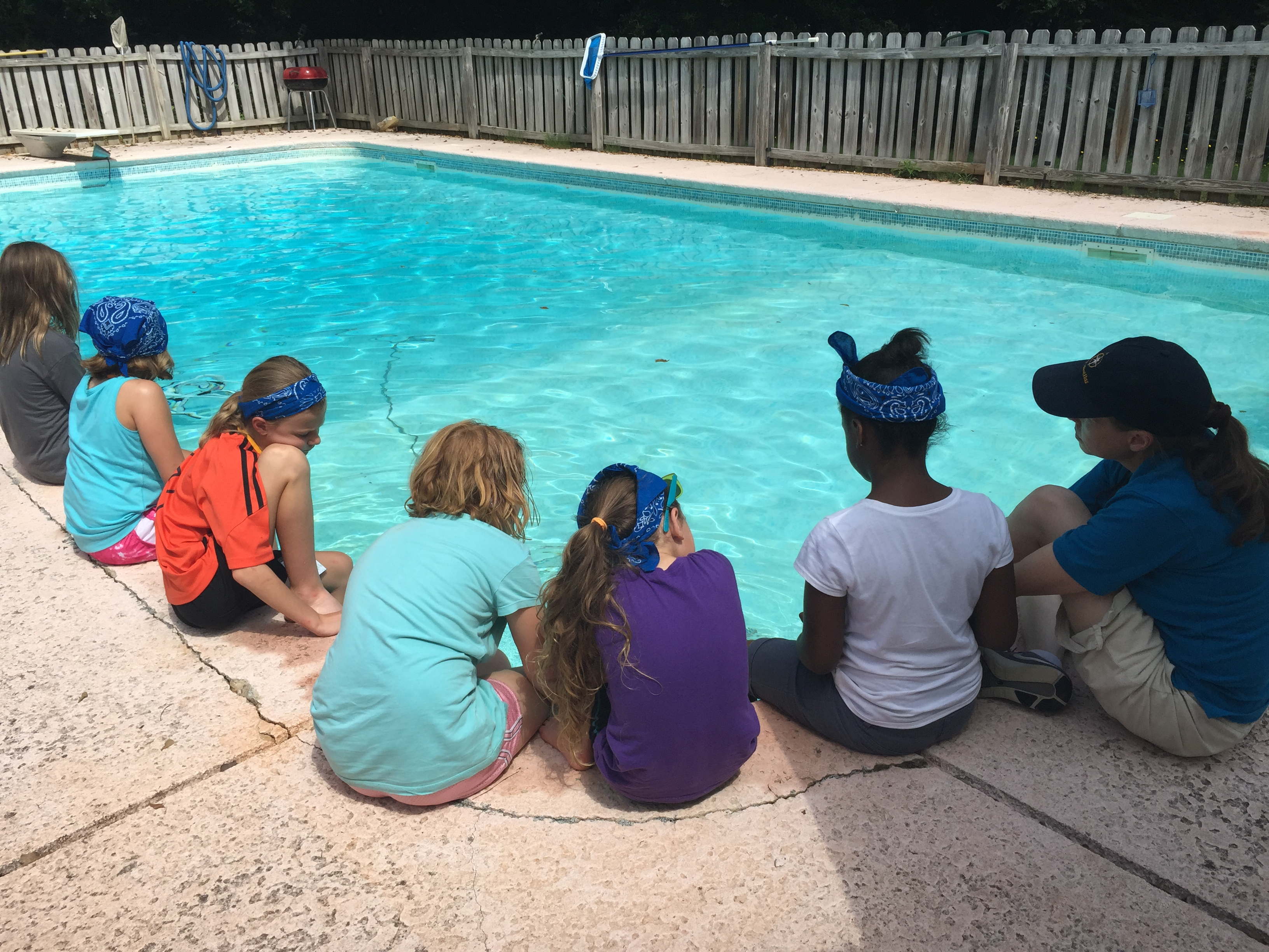 <div style='color:#000000;'><br /><br /><h2>Dr. Samantha Joye teaches Girls Scouts of America about deep sea exploration using a model version of an ROV (remotely operated vehicle). </h2>(C)&nbsp;ECOGIG</div>