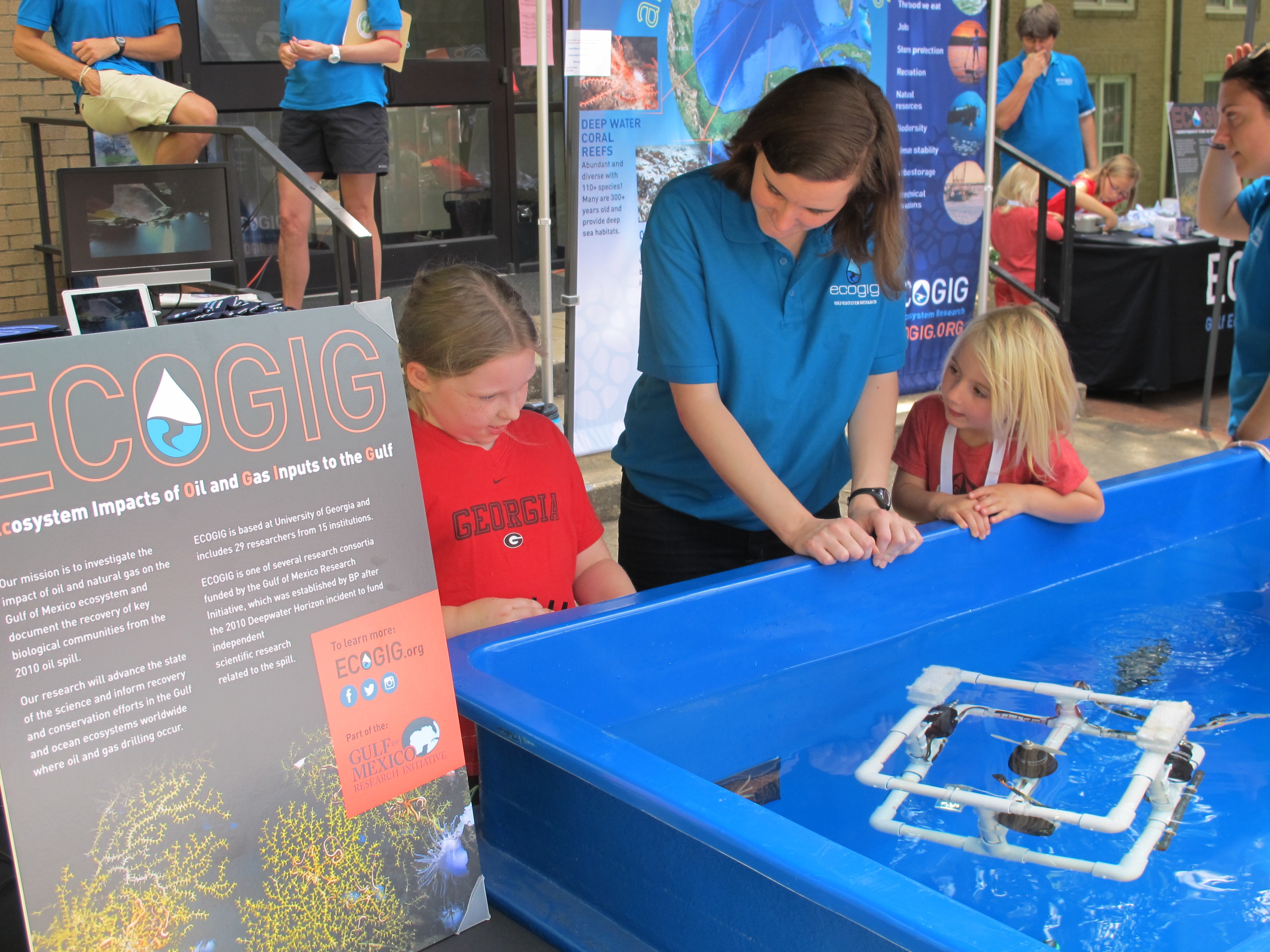 <div style='color:#000000;'><br /><br /><h2>UGA football home game 2015- ECOGIG graduate student Sarah Harrison shares her knowledge with visitors to the Ocean Discovery Zone before a University of Georgia home football game.</h2>(C)&nbsp;ECOGIG</div>