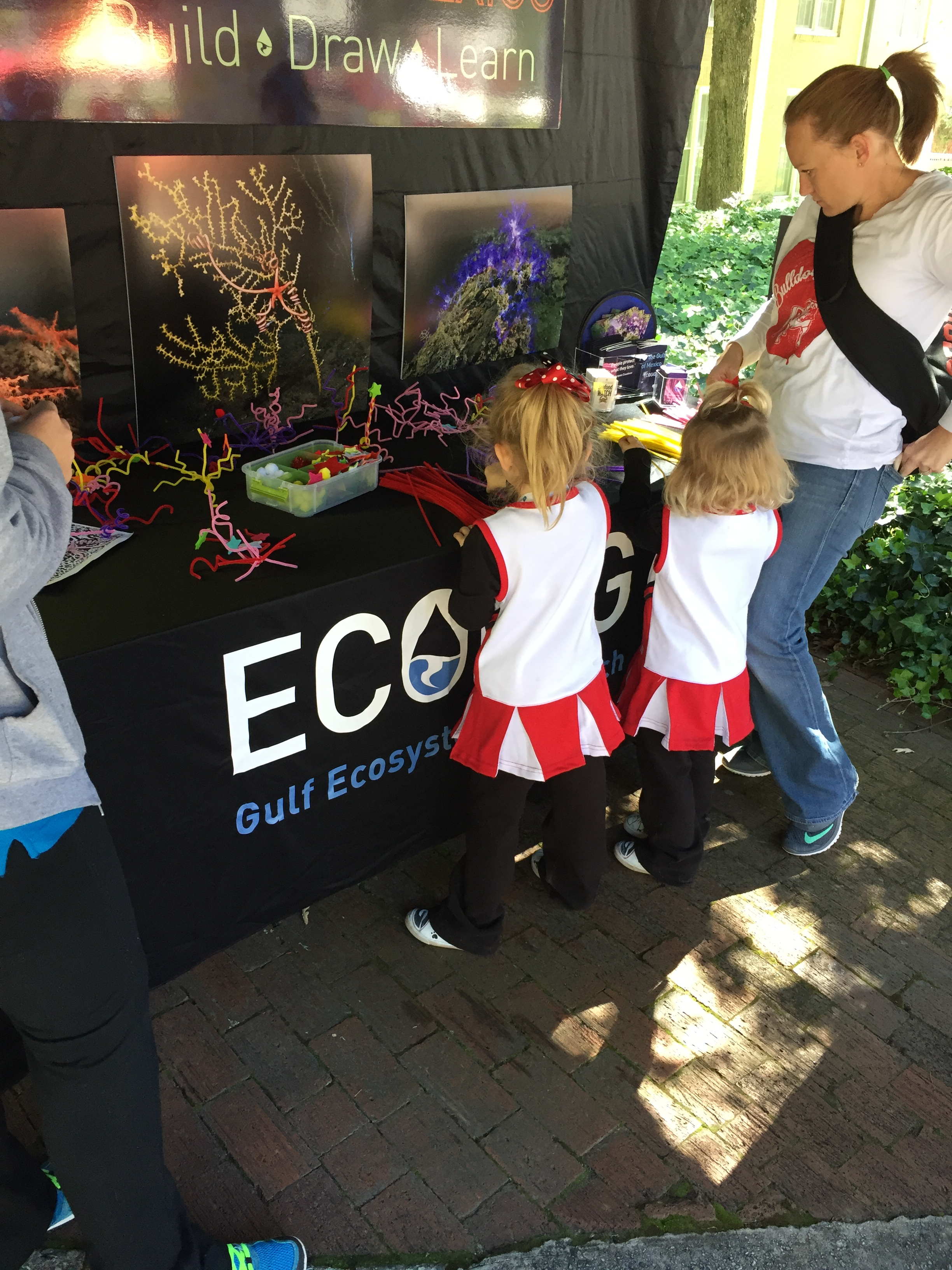 <div style='color:#000000;'><br /><br /><h2>UGA home football game 2015- Visitors check out the deep sea coral build, draw, learn station</h2>(C)&nbsp;ECOGIG</div>