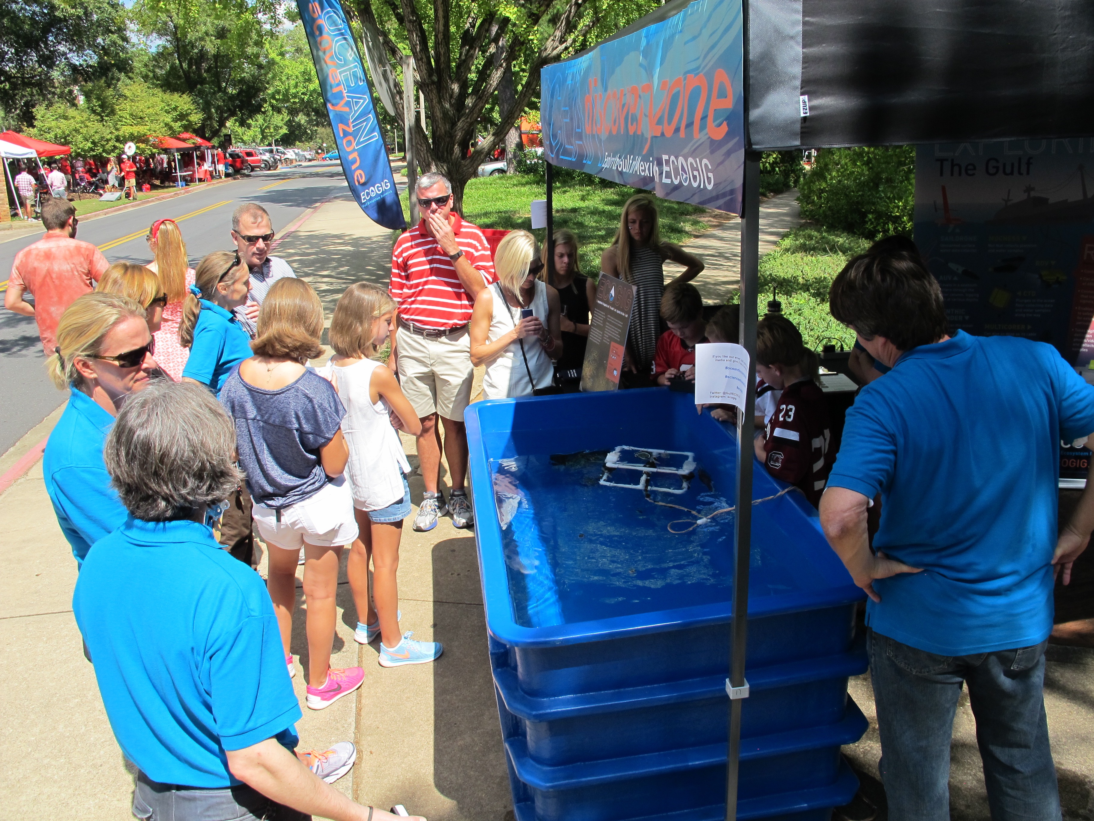 <div style='color:#000000;'><br /><br /><h2>UGA home football game 2015- Lots of visitors are eager to explore the Ocean Discovery Zone!</h2>(C)&nbsp;ECOGIG</div>
