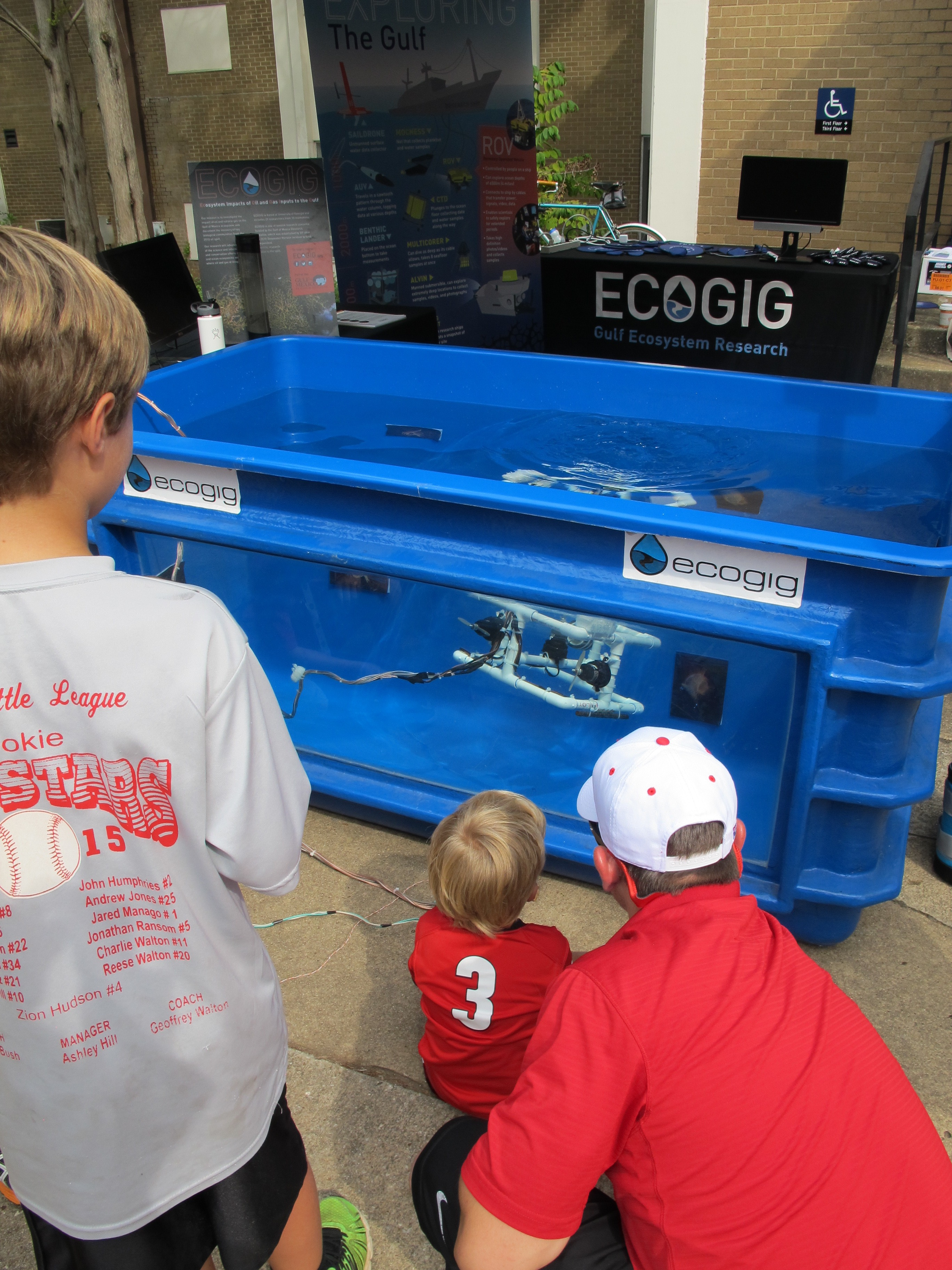 <div style='color:#000000;'><br /><br /><h2>UGA home football game 2015- Driving a ROV is so much fun!</h2>(C)&nbsp;ECOGIG</div>