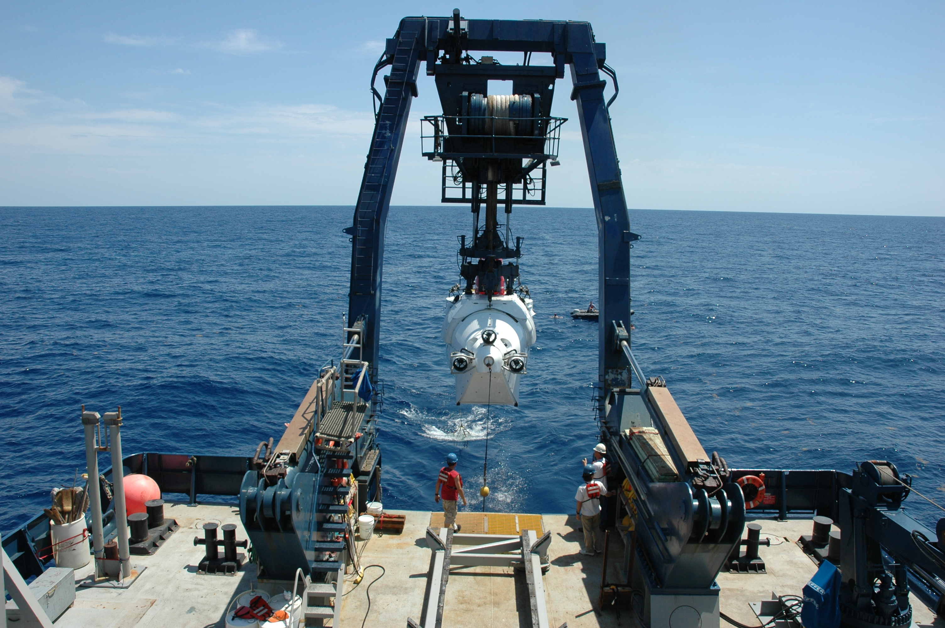 <div style='color:#000000;'><br /><br /><h2>ALVIN being deployed in the Gulf of Mexico.</h2>(C)&nbsp;ECOGIG</div>